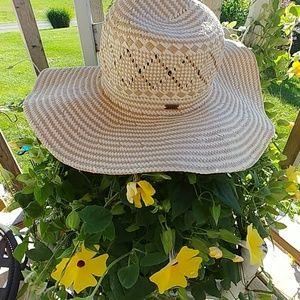Roxy floppy hat